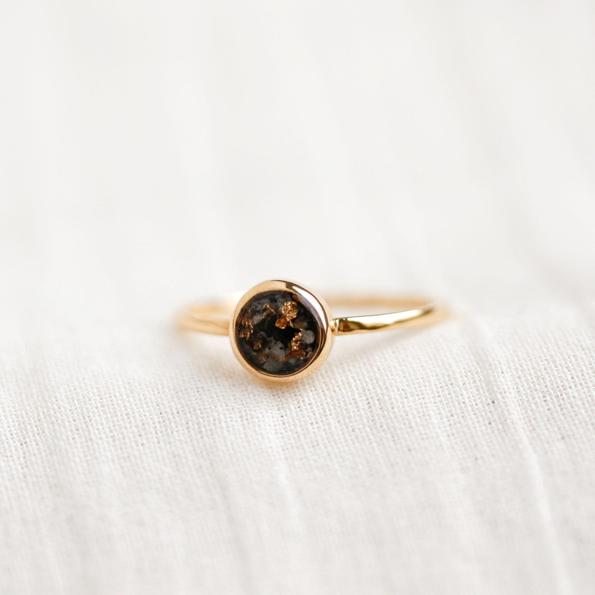 Ring Gold Silber Asche Schmuck Schweiz Erinnerung verstorbene Mensch Tier Asche Diamant