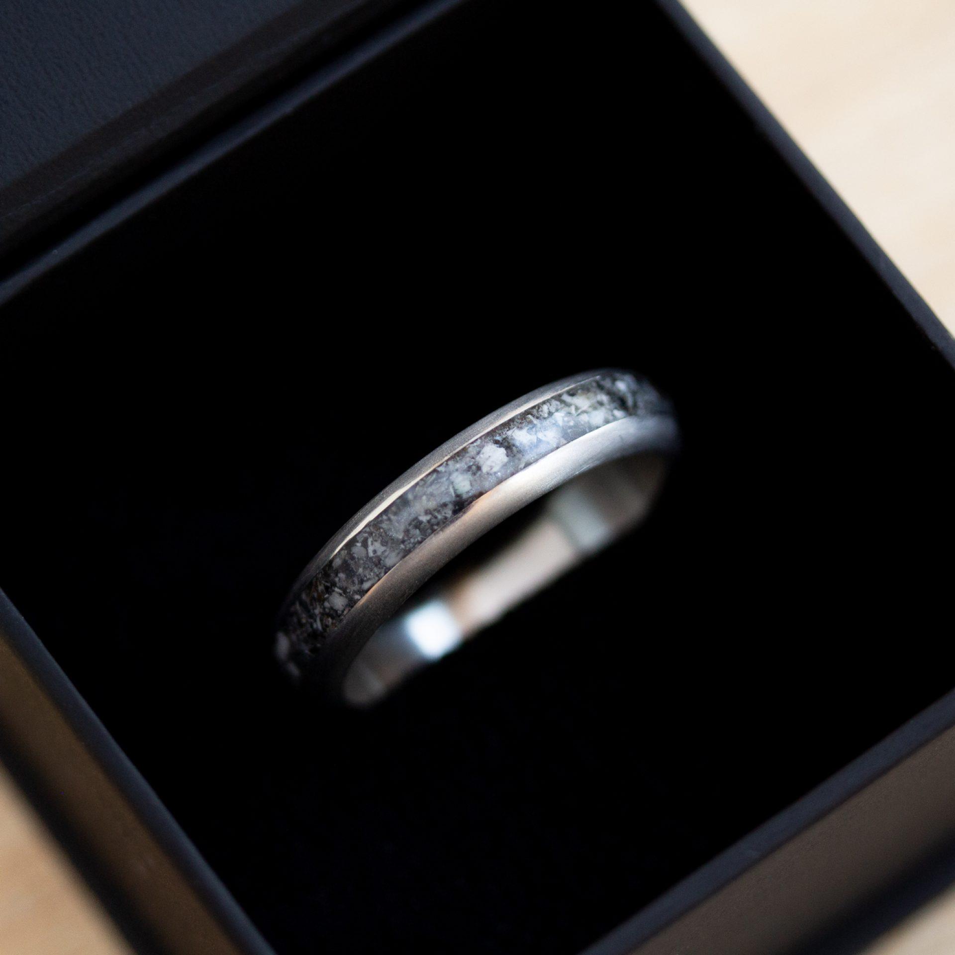 Ring aus Asche für Herren Silber Weissgold