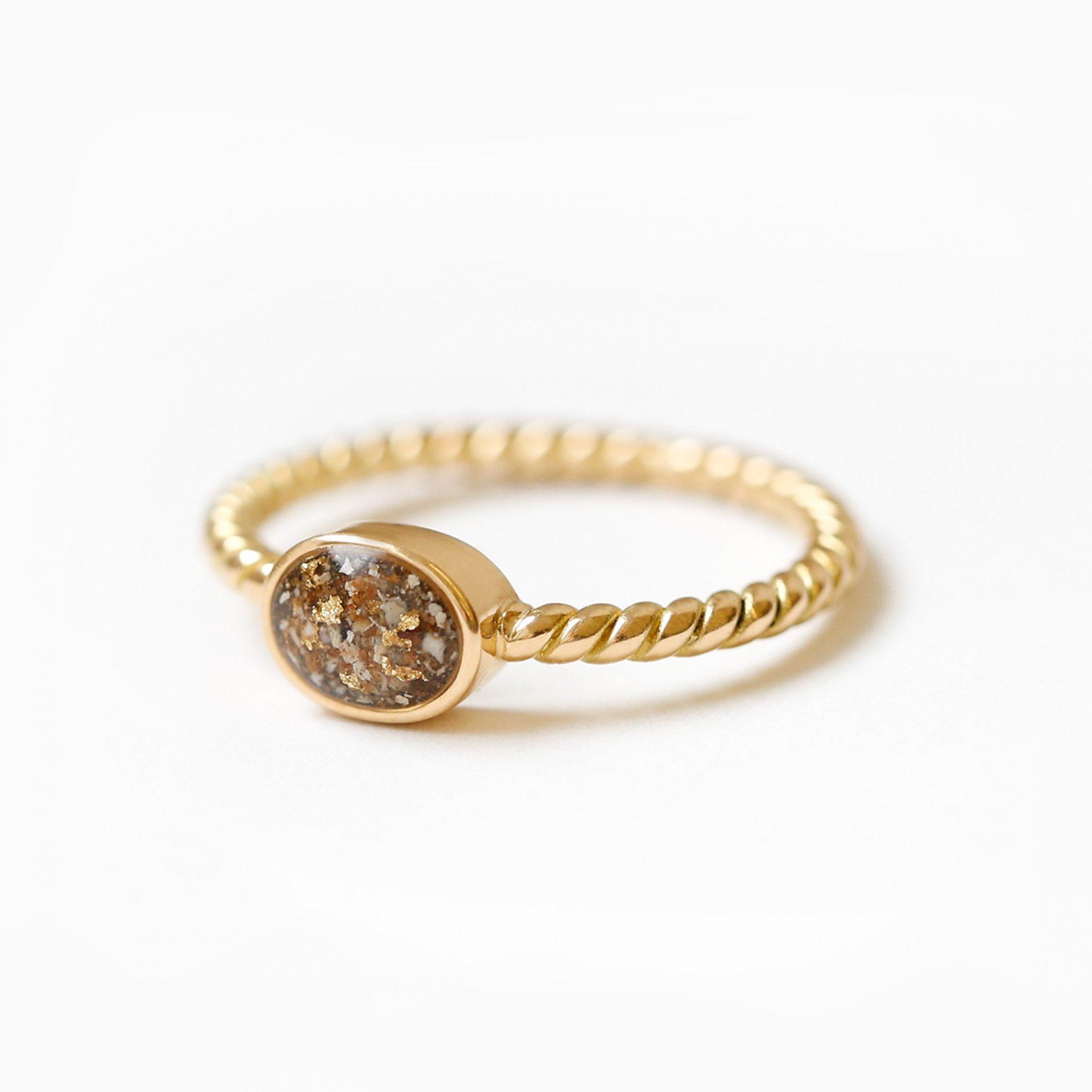 ring aus kremationsasche oder tierhaar menschenhaar verstorbener goldring erinnerung