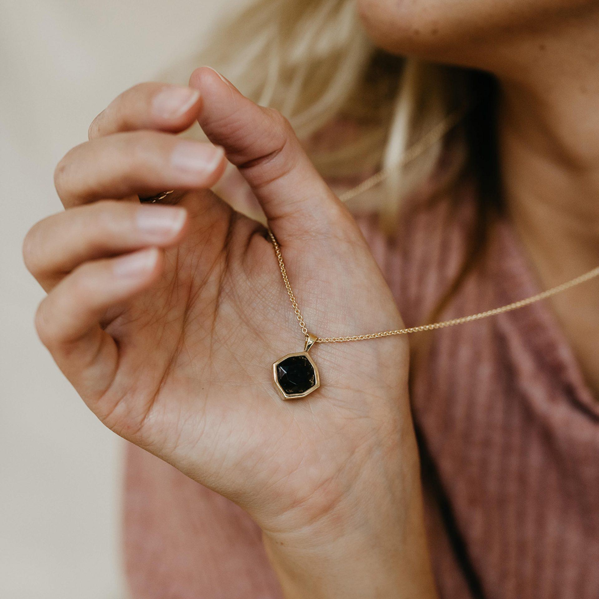 Halskette für Frau aus Asche von Verstorbenen Menschenasche Tierasche