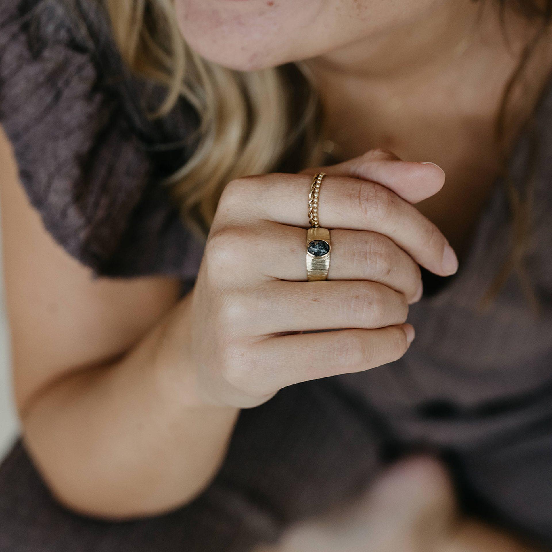 Ring für Frau aus Asche oder Haar von Verstorbenem mensch oder tier Tierhaar Erinnerung