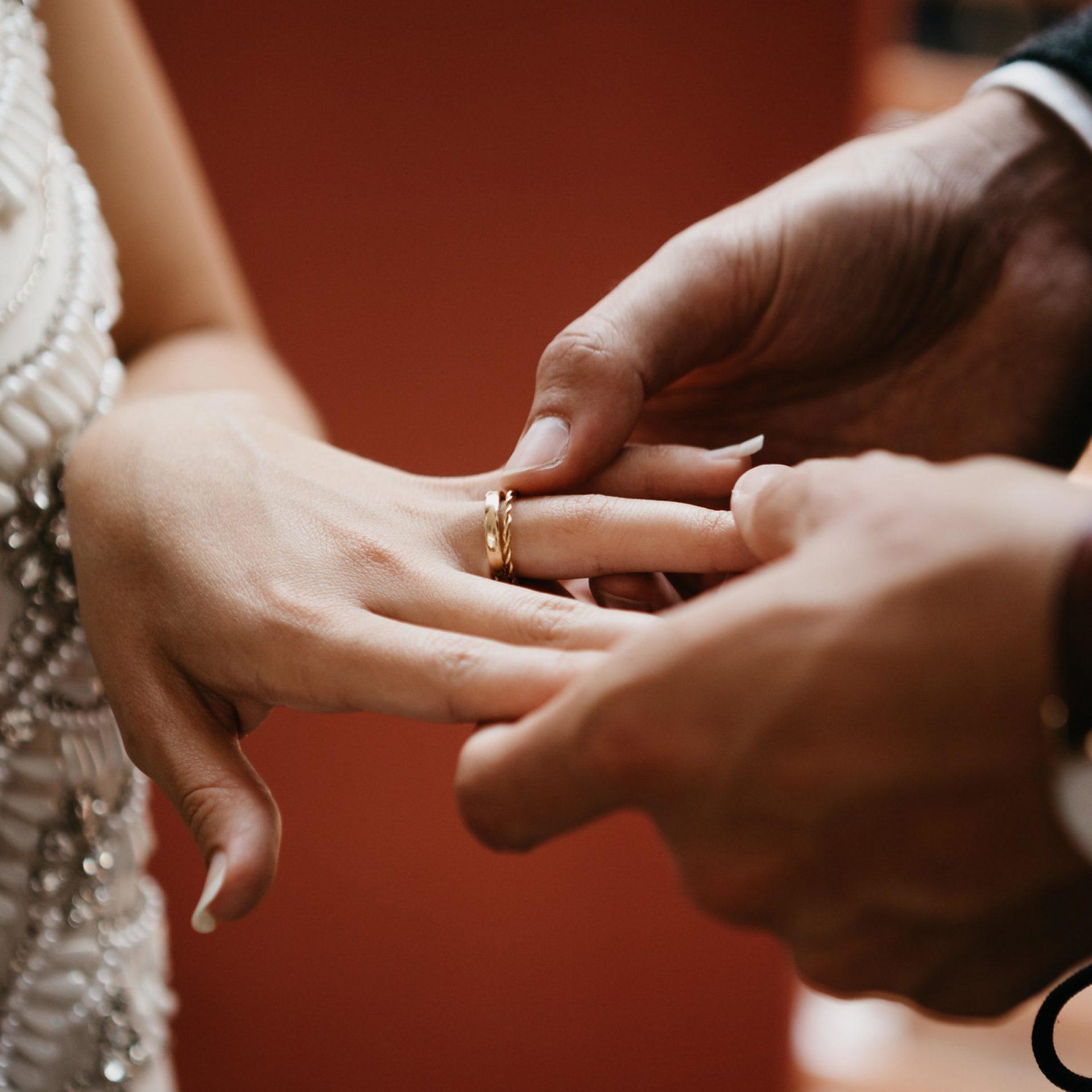 Ehering für Frau Damenring Ehering Trauring Gold Schweiz mit Gravur